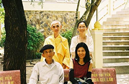 Thay Tue Si, Dao Nguyen Da Thao; Vo Chong Nguyen Duc Son (2001)