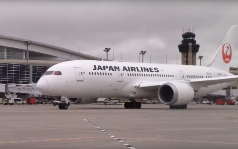 a_JAL Japan Airlines airplane