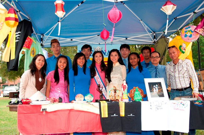plano_our_group_at_vn_booth_sentdsc_0680