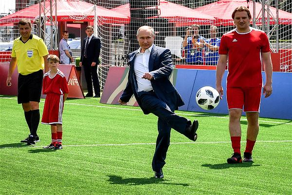 _AFP_putin soccer match Red Square Moscow