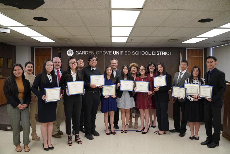 Valedictorians 2019 with Board of Education
