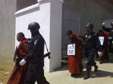 boxun_tibetan-monks-400