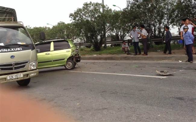 resized-a-tai-nan-giao-thong-car-accident