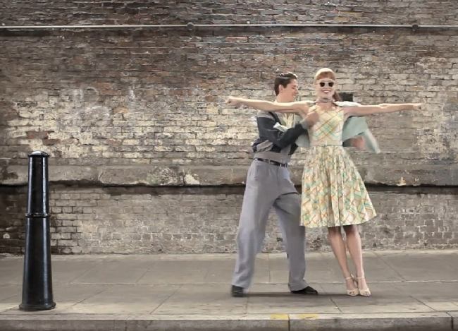 a_tax_london_romantic_lovers_dance