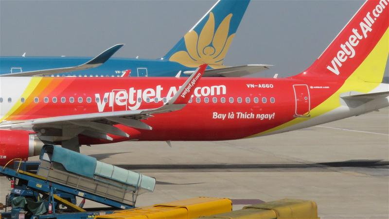a-phi-co-may-bay-air-vietjet-air-vietnam-airlines