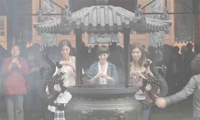 a_taiwanese_temple_women_resized
