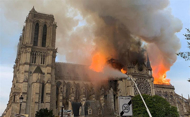 _AFP_church cathedral fire Paris