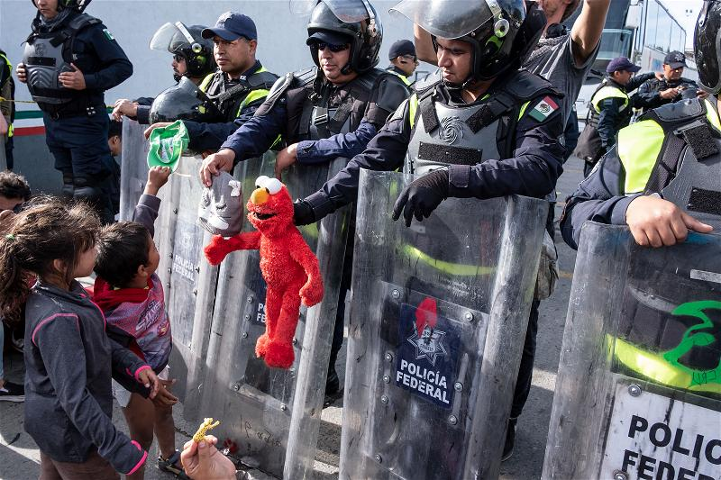 _AFP_soldier mexico toy children immigrants
