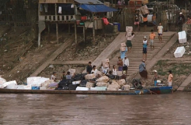 mon_thai_burma_border_river_trade