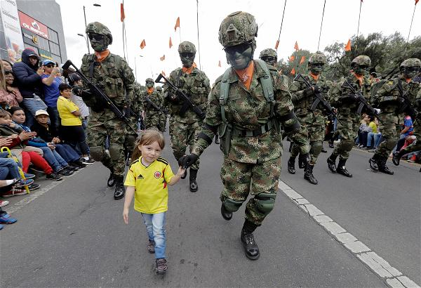 _AFP_soldier Colombia child