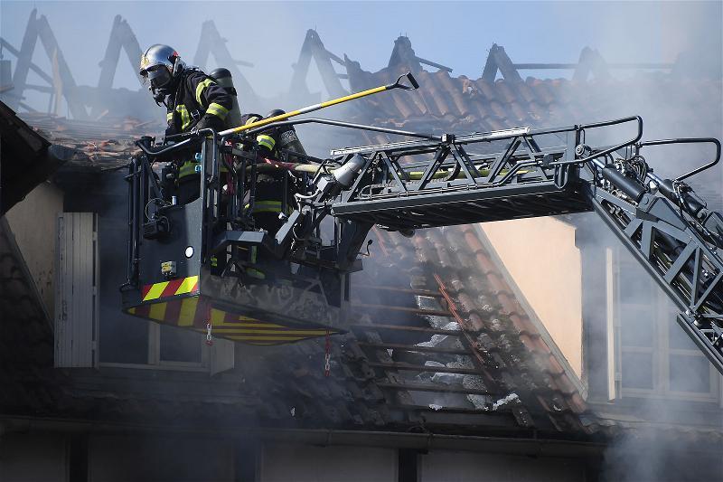 Vụ Cháy Nghi Đốt Nhà Giết Người Tại Pháp - Hình trong ngày
