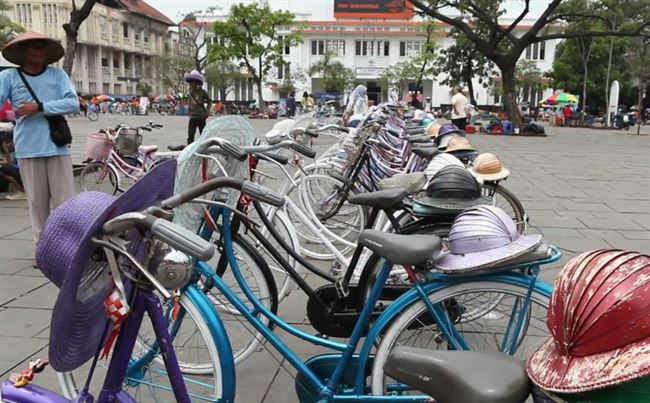 a-old-town-jakarta-bicycles-resized