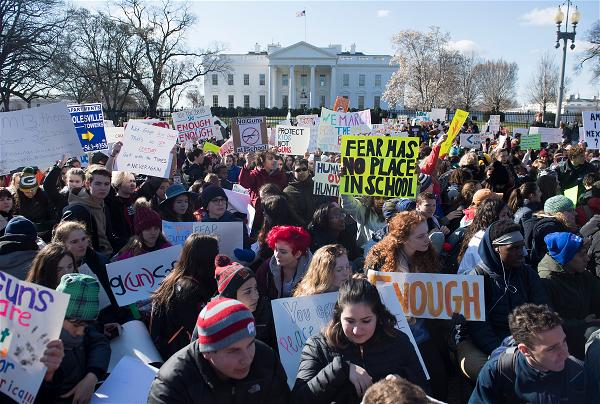 _AFP_protest guns in front White House 2018