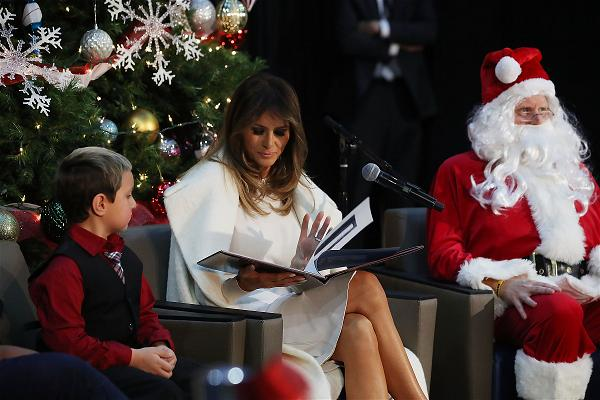 _AFP_First lady reads books santa claus christmas