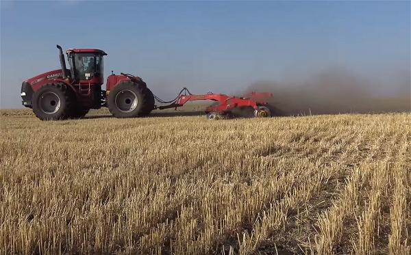 a-farm-wheat-agricaulture-vehicle