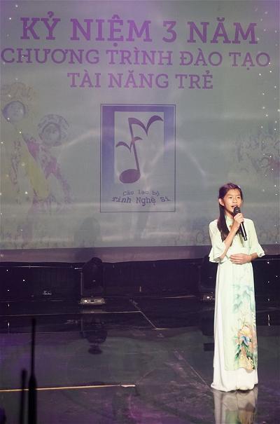 Evelyn gioi thieu chuong trinh Ky Niem 3 nam_