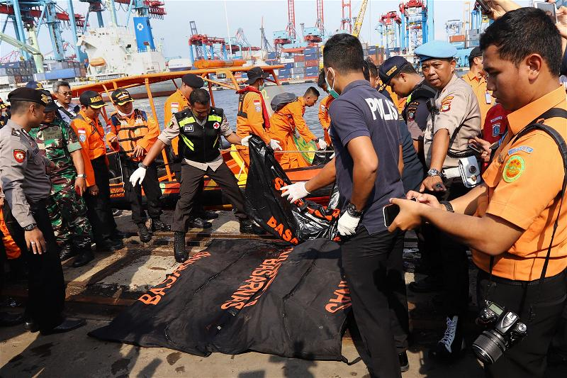 AFP_May bay Indonesia rot