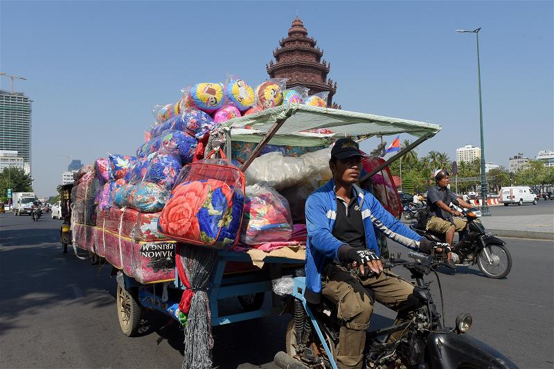 _AFP_cambodia cart motorcycle