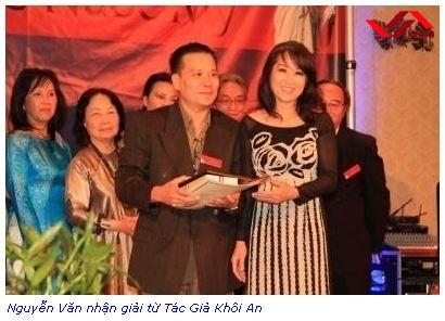 Tác Giả Nhận Giải Vinh Danh Tác Giả từ Tác Giả Khôi An, Tháng 8, 2012
