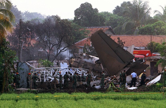 afp_airplane_down_in_jakarta_6_2012