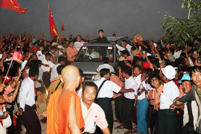 afp_myanmar_protest_copper_mine_kyi_2012