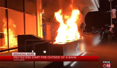 z-oakland-protest-fire