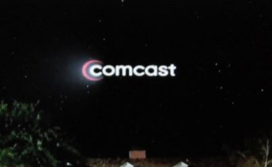 C_Comcast che dung cu diieu khien TV bang mat
