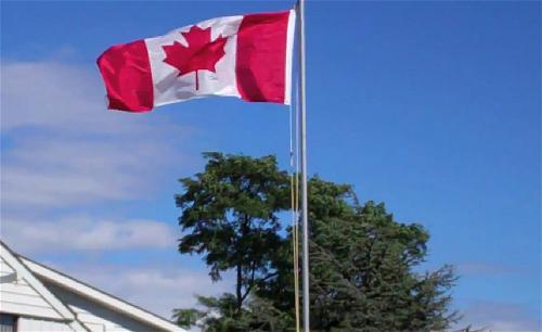 a_canada-flag_flying