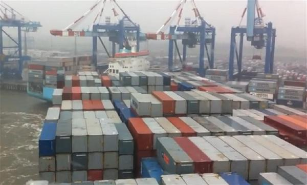 a-container-ship-trade-port-2-