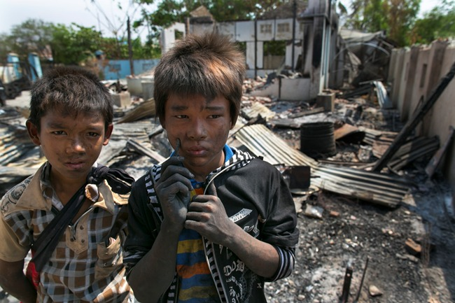 _afp_myanmar_fire_2013