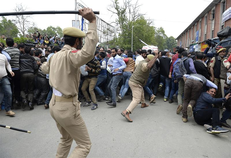 _AFP_india police Kashmir