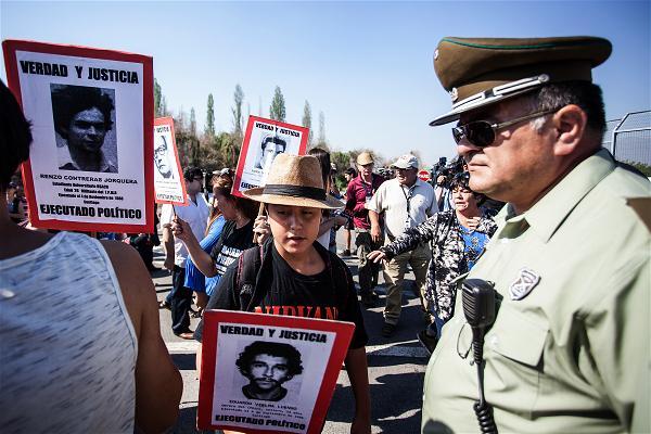 Tập Truyện Ngắn Thế Giới: Sau ngày tận thế A-afp-chile-prison-protest-police
