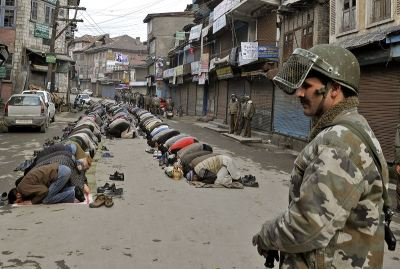 afp_kashmir_soldiers_prayers-large-content