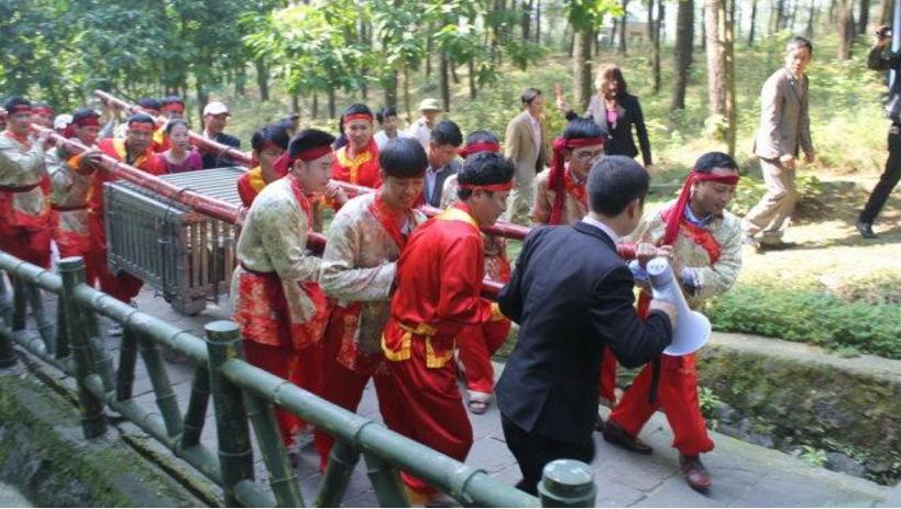 S.T.T.D Tưởng Năng Tiến – Bi Chừ Bên Nớ Ra Răng? - Bình Luận - Việt Báo  Daily Online