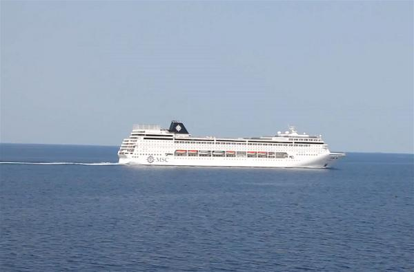 a-cruise-liner-tourism