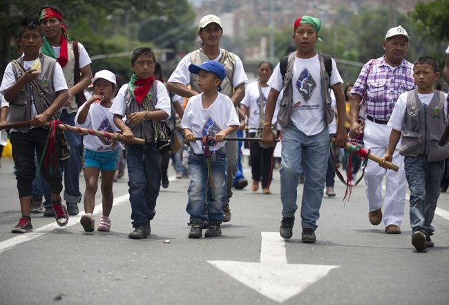 _afp_colombia_walking_for_peace