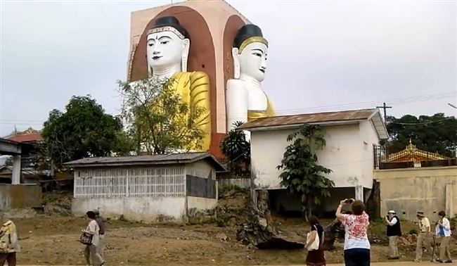 a-buddha-myanmar-tourist-photo-taking-resized