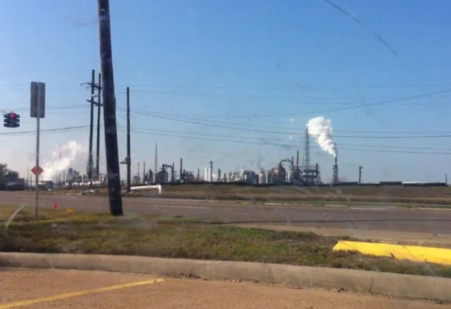 thu_oil_refinery_a