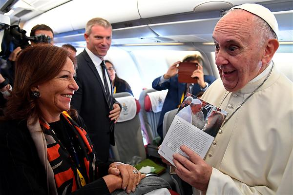 _AFP_Pope airc raft Colombia