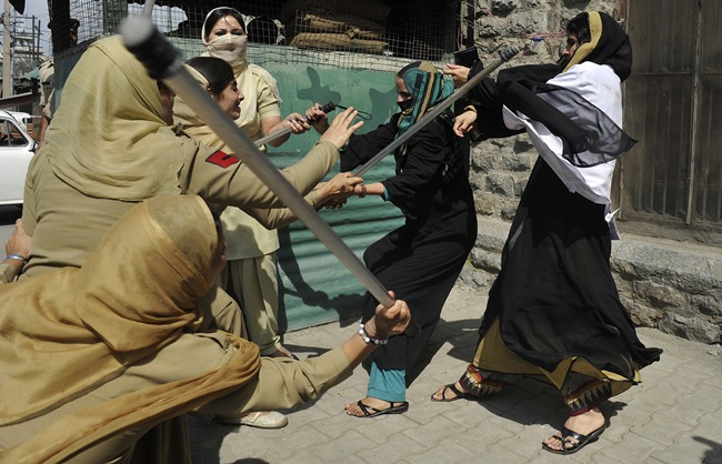 afp_india_kashmir_nursing_students_protest