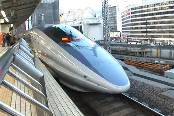 a-high-speed-train-rail-xe-lua-cao-toc