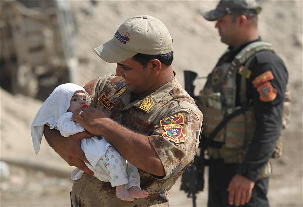 AFP_soldier baby  Iraq Mosul